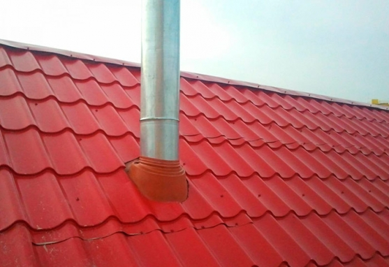 Обустройство дымохода на крыше из металлочерепицы